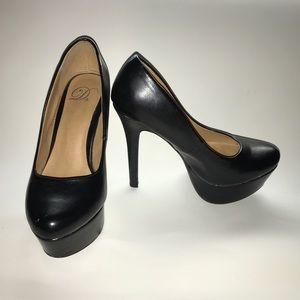 Heart in D heel platform shoes